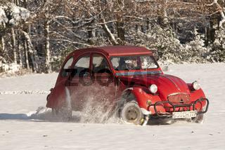 Ente 2CV im Schnee