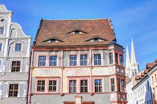 Alte Ratsapotheke und Sonnenuhr in der Altstadt in Görlitz