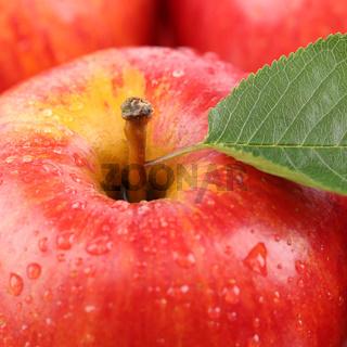 Nahaufnahme roter Apfel Frucht mit Blatt