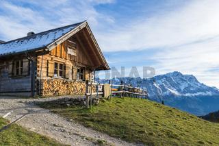 Berghütte vor Zugspitze