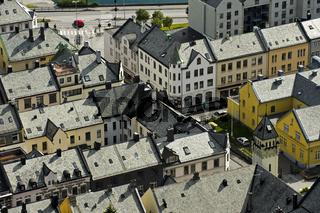 Blick über die Dächer einer Kleinstadt