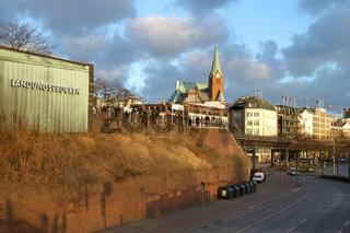 Landungsbruecken in Hamburg Pegelstandsuhr