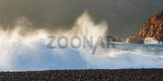 Brandungswellen am Strand von Porto - Korsika