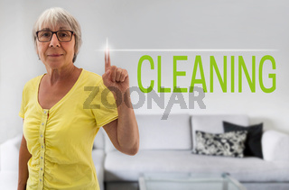 cleaning touchscreen wird von seniorin gezeigt