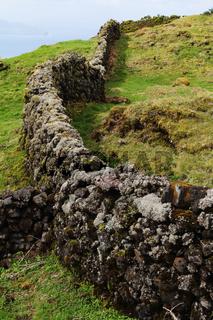 Trockenmauer aus Basaltgestein, Pico, Azoren