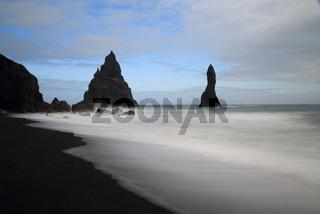 Felsen Reynisdrangar bei Vik, Island
