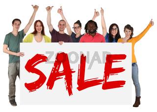 Sale Angebot Einkaufen multikulturell Gruppe junge Leute People halten Schild