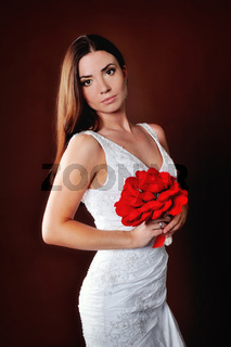 Portrait of the bride with a red bouquet