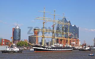 Kruzenshtern bei der Auslaufparade vom 827. Hamburger Hafengeburtstag 2016; Impressions of the 827th Birthday of the Port of Hamburg 2016, last day, Germany
