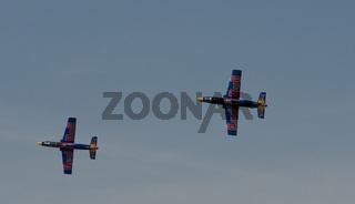 Red Bull Ferngesteuerte  Jets bei einer Flugshow