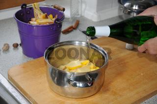 Cydonia oblonga, Quitte, Quince, Quittensenf zubereiten, cooking mustard, Wein aufgießen