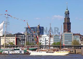 Mare Frisium bei der Auslaufparade vom 827. Hamburger Hafengeburtstag 2016; Impressions of the 827th Birthday of the Port of Hamburg 2016, last day, Germany