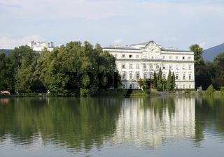 Schloss Leopoldskron vor der Hohensalzburg, Salzburg, Österreich