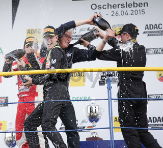 Joey Mawson, Frits van Amersfoort,Sieger Mick Schumacher(Team van Amersfoort Racing) und Tommy Preining (Mücke Motorsport)