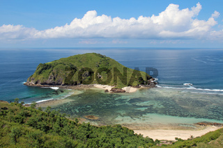 Blick auf die vorgelagerte Insel Gili Nusa