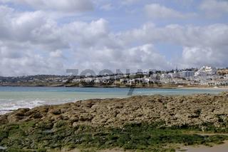 Küste am Atlantik bei Luz, Algarve Portugal
