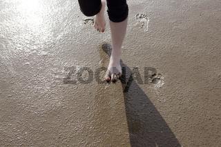 Füsse auf Wattenmeer boden