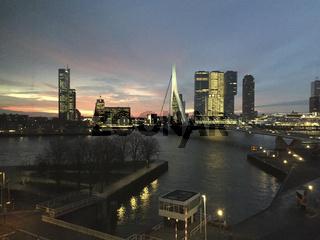 Blick über die Erasmusbrücke