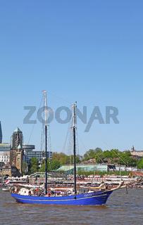Zephyr bei der Auslaufparade vom 827. Hamburger Hafengeburtstag 2016; Impressions of the 827th Birthday of the Port of Hamburg 2016, last day, Germany