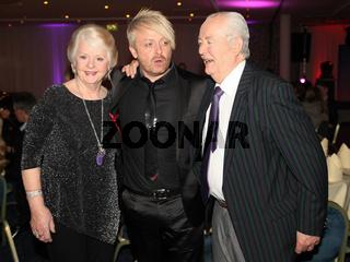 Ross Antony mit Eltern Vivien und Denis Catterall