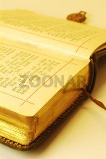 Altes Buch mit Teilen vergoldet