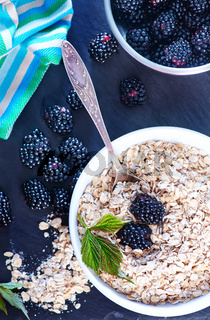 oat flakes and blackberry