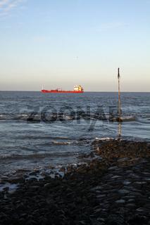 Containerschiff vor Cuxhaven (Nordsee)