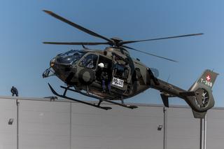 Helicopter EC 635 mit Sondergruppe Luchs von der Luzerner Polizei