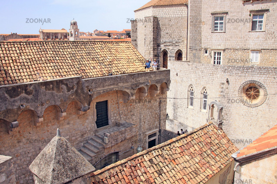 A walk on the city wall in Dubrovnik