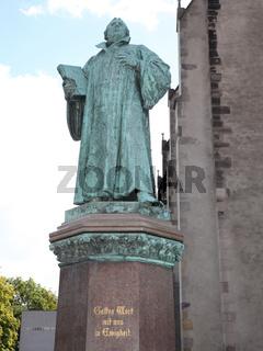 Martin Luther Denkmal vor der Johanneskirche in Magdeburg (Sachsen-Anhalt)