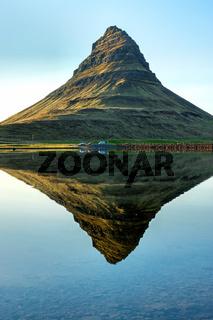 Der berühmt Mount Kirkjufell in Island