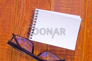 note on wooden background