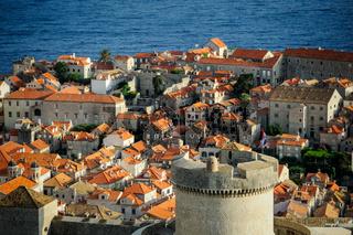 Altstadt von Dubrovnik mit Wehrturm
