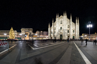 Milan Cathedral Duomo Outdoors Place Italy December Christmas Decoraiton and Crowd 2016 Night Day Famous Sightseeing Destination