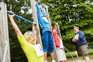 Senioren Gruppe auf dem Trimm dich Parcours
