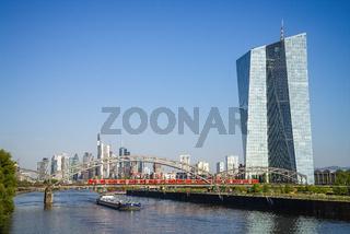Frankfurt mit EZB und Skyline
