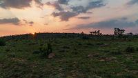 Sonnenuntergang hinter dem Waterberg in Südafrika