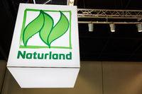 KÖLN, OKTOBER 2019: Logo von Naturland Verband auf ANUGA Messe