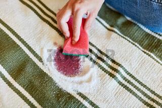 Entfernen von Rotweinflecken mit Salz
