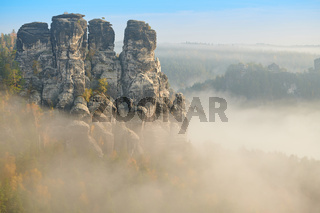Elbsandsteingebirge im Herbst an der Bastei