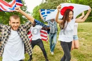 Gruppe Studenten mit Nationalflaggen