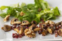 Feldsalat mit Pilzen und Speck