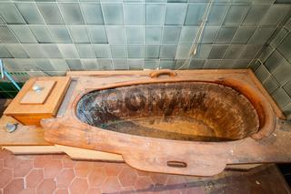 Holz Badewanne in einer Badezelle des Jugendstilbads Sprudelhof