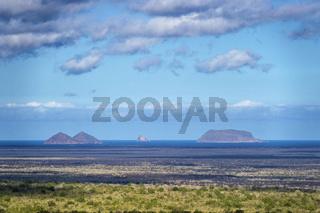 Blick über die typische Landschaft der Insel Isabela, Galapagos Inseln, Ecuador