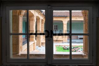 Blick in den Schmuckhof 2 der Jugendstil Anlage Sprudelhof