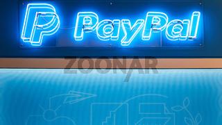 KÖLN, September 2019: PayPal Logo auf DMEXCO Messe