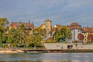 Hochrhein in Schaffhausen mit Diebsturm, Schweiz