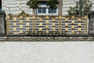 Balkon Geländer in der Jugendstilanlage Sprudelhof in Bad Nauheim