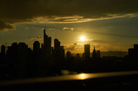 Frankfurt am Main Silhouette Skyline bei Sonnenuntergang