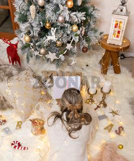 Woman makes her Christmas list